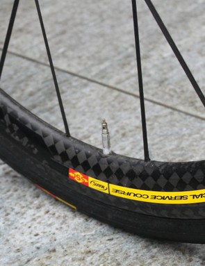This team edition version of the Mavic Cosmic Carbone Ultimate features a wide, snub-nosed rim. The consumer version comes to a thinner point
