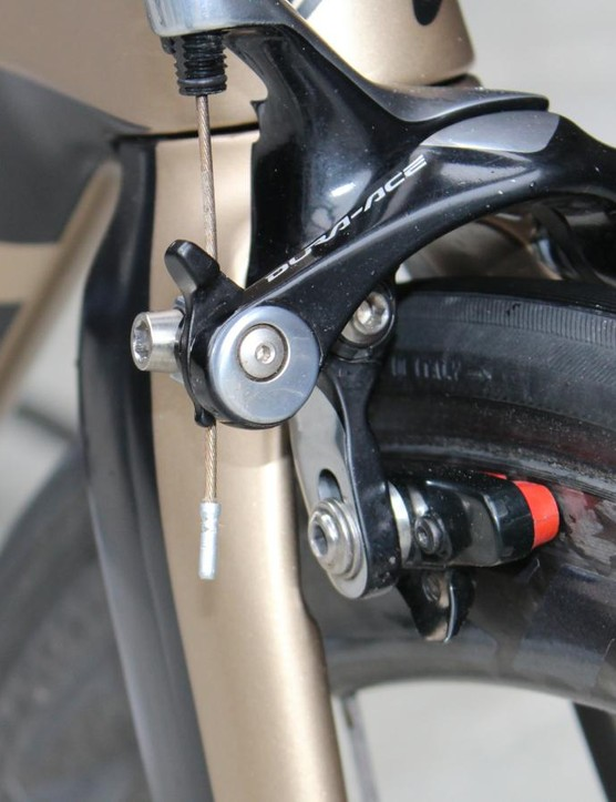 Shimano's direct-mount Dura-Ace caliper holds a non-Mavic pad for the carbon brake track