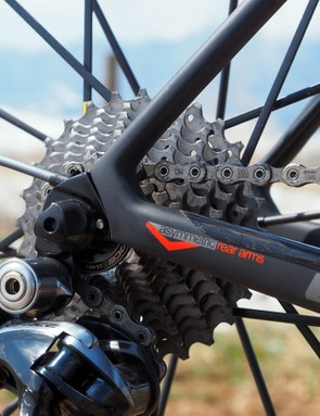 The internal cable routing is well done with the rear stop integrated into the derailleur hanger