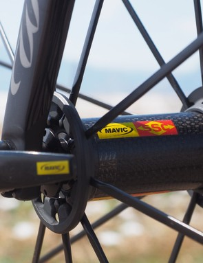 The widely set spoke flanges and beefy aluminum spokes make for a rather firm-riding wheelset