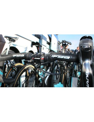 Iljo Keisse's Venge featured the highly sculpted shape of FSA K-Wing Compact bars wrapped nearly to the stem with tape. The real twist, however, is how Etixx mechanics splicing wiring for sprint shifters, allowing them to reach nearly to the stem, far beyond Shimano's stock set-up