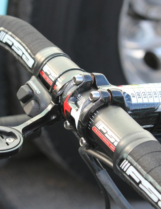 Trentin ran the Di2 climbing switch — but on the opposite side of the bar, for use with the index finger instead of the thumb as Shimano intended. Also note the sprint shifter in the standard position