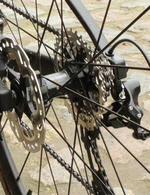 The Shimano 105 11-32 cassette aligns in diameter with the RT99-SS 140mm rotor