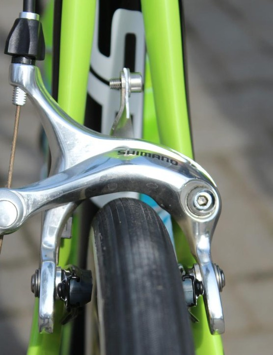 With the low-end Shimano caliper, clearance is decent