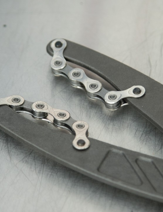 Gently rounded tips help the chain to wrap around the cog