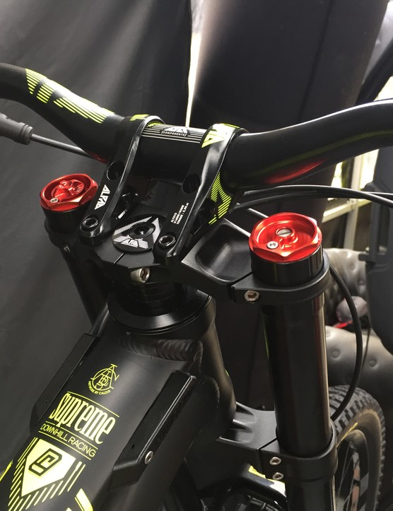The 1.5 head tube can be fitted with supplied inserts to adjust reach by +/- 5mm, 8mm, or 10mm