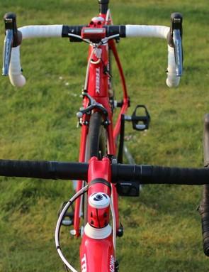 Trek has a simple system: White handlebar tape for the primary race bike; black handlebar tape for the back-up bike