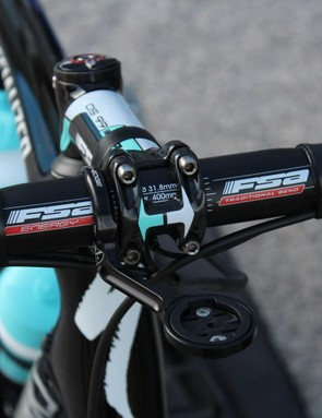 Many teams prefer alloy handlebars as they are perceived to be less likely to break in a crash