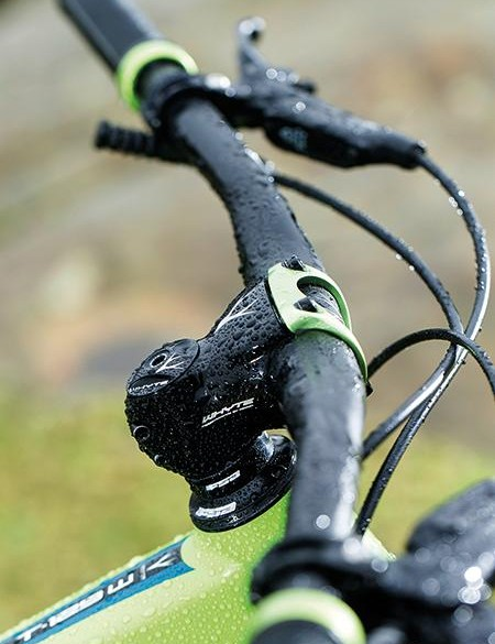 Sitting below 750mm bars and a 40mm stem is a 120mm travel, 35mm-leg Pike RC – this is a front end that means business