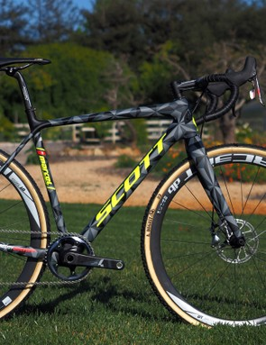 Scott has revamped its Addict CX carbon cyclocross platform for 2016, saying it's lighter, stiffer, and more comfortable than the previous version