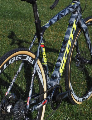 Scott says the new Addict CX frame weighs just 890g for a 54cm size - about 60g lighter than before, according to Scott. The matching fork adds another 360g