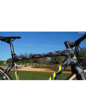 Much of the new Addict CX's upper frame shaping is actually borrowed from the Scott Solace endurance road bike. The flattened rear end on the top tube along supposedly makes the bike nearly 50 percent more comfortable, measured in terms of deflection at the saddle under a static load
