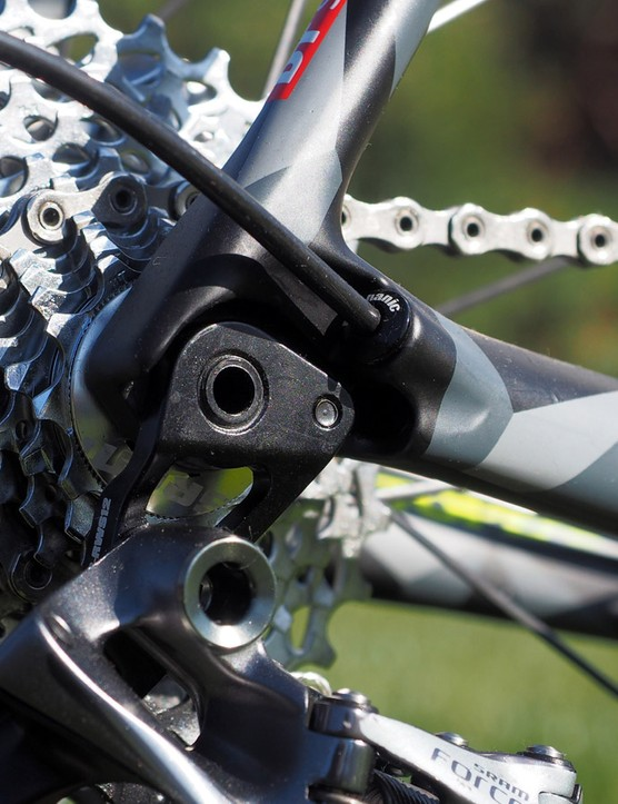 The rear derailleur hanger is built as one piece with the thru-axle threads. 1 1.5mm thread pitch on both the front and rear axles is intended to speed up wheel changes in the pits