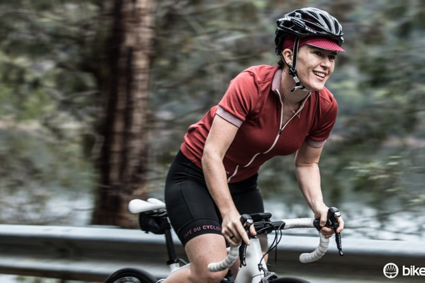 The women's Violette jersey's polyester/wool weave breathes well in hot weather, doesn't hold on to smells and keeps its shape when loaded up