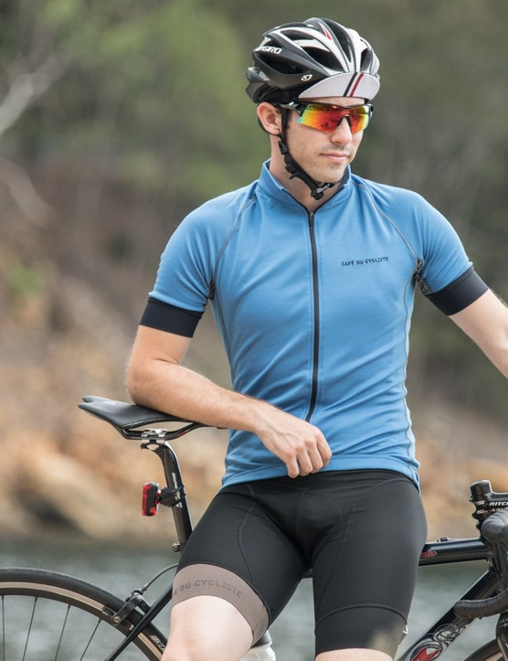 The men's Lucienne jersey shares many features with the women's Violette jersey, but offers further ventilated panels