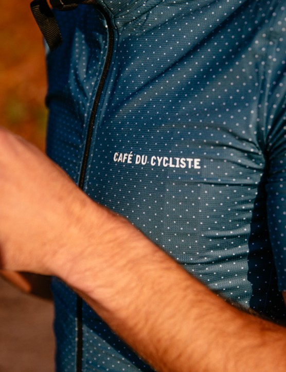 The men's Fleurette jersey is super light and designed for the peak of summer