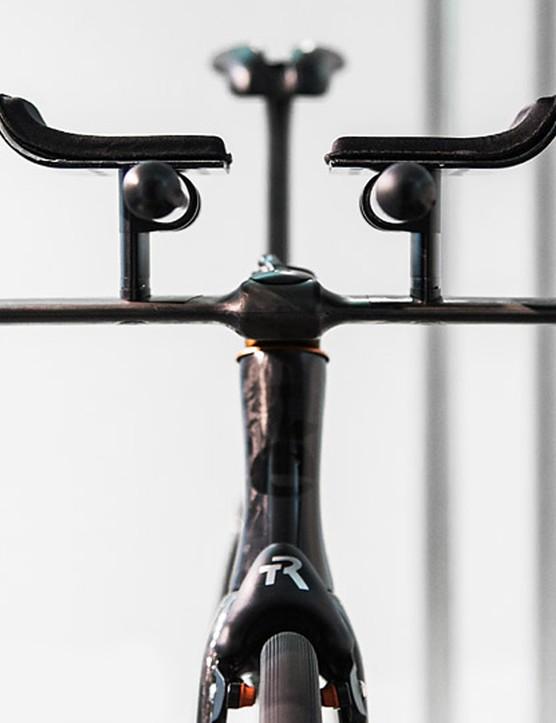 TriRig's new Omega X brake and Alpha X bars – set up and looking slick