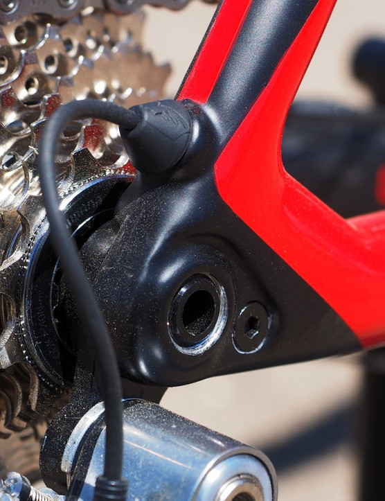 The replaceable rear derailleur hanger looks refreshingly stout