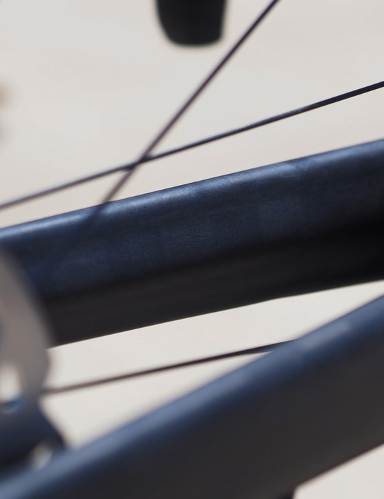 Raised ribs on the inner side of the fork blades supposedly boost handling precision without impacting on ride comfort