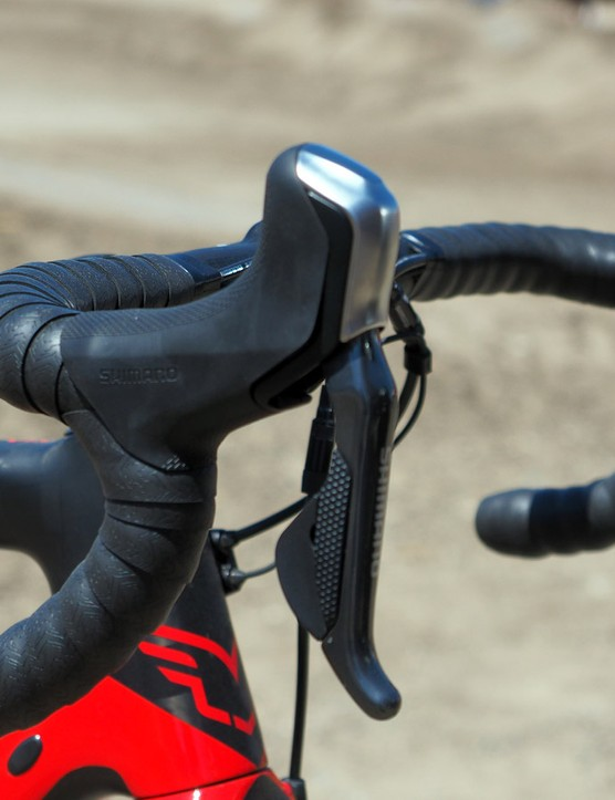 Felt has taken advantage of the customisation potential on Shimano's RS785 Di2 levers. Instead of having the right lever handle rear shifts and the left lever front ones, the F1x's single-ring drivetrain uses either of the right-hand buttons to upshift and either of the left-hand ones to downshift. This will be especially nice for 'cross, where riders using full-fingered gloves or in the heat of battle will basically be able to just slap either side and not miss a shift. The lack of a clutched rear derailleur and/or front chain guide is concerning, however