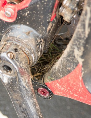 The lower rocker link, irritatingly, is perfectly placed as a shelf for mud off the rear wheel