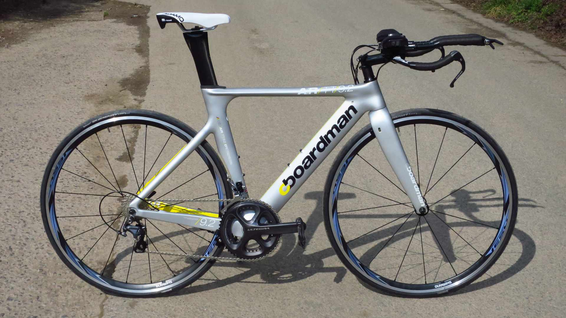 The Boardman AiR/TT 9.2 time trial / triathlon bike in its striking silver paintjob