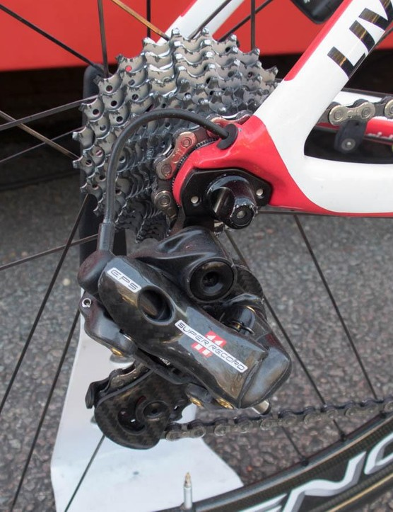 Despite the hills, that's an 11-25t cassette. Witness also the Noah SL's neat internal cabling