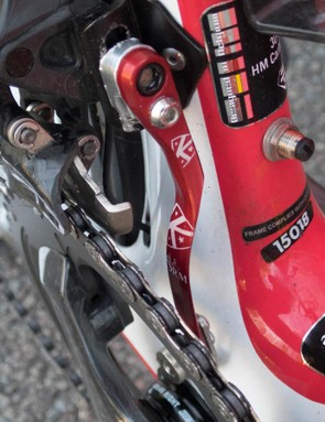 The red device is a K-Edge chain catcher that incorporates an SRM crank magnet. The port on the seat tube is for charging the EPS battery