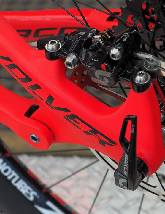 The post mount rear brake tabs are sized for 160mm rotors. Pivot hardware is notably neat and tidy
