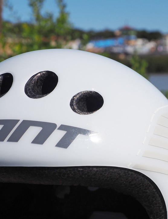 Giant is aiming to keep the new Rivet TT reasonably comfortable in hot temperatures with four intake ports, deep internal channeling, and a big exhaust vent