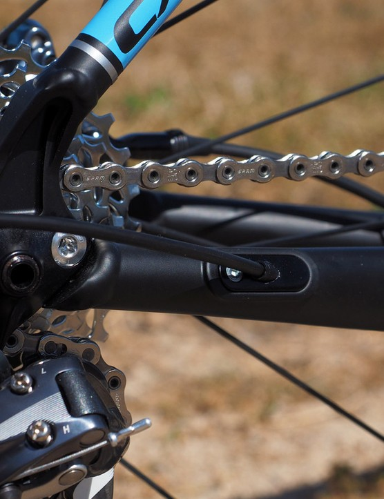 As with other Turner frames, the rear thru-axle threads directly into the replacable derailleur hanger