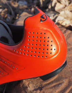 The uppers don't offer much in the way of conventional structure and the heel counter is quite minimal. The free feel that results might take some getting used to but it's extremely comfortable and doesn't seem to affect pedaling efficiency