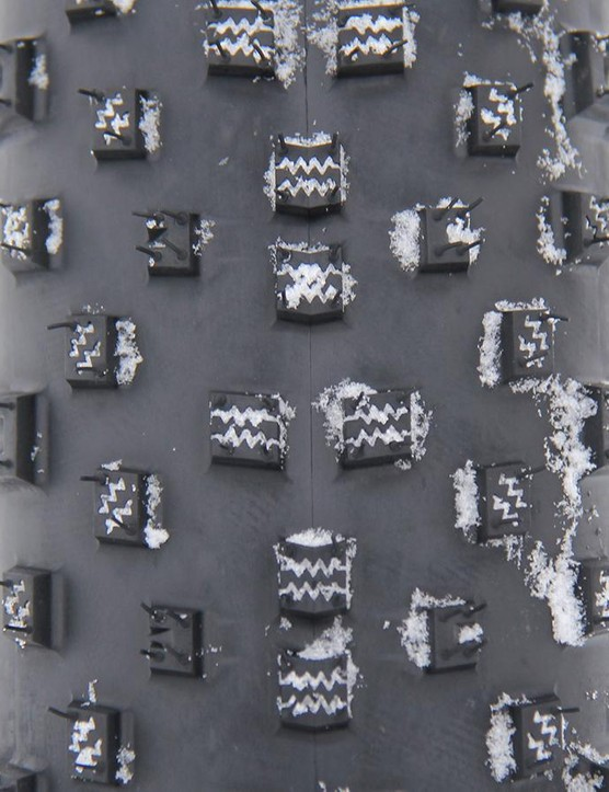 The 26x3.8in Bontrager Hodag tires have knobs with zigzag siping designed to increase traction