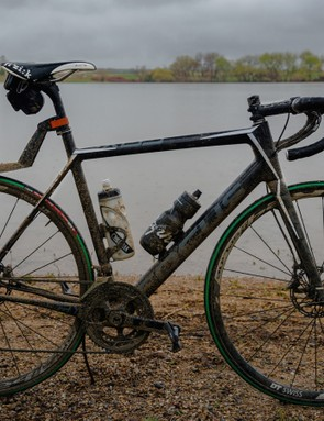 Unlike most disc road bikes, the Focus Cayo offers a long, low position. I put an SKS fender on hoping to minimize road spray, and an insulated CamelBak bottle to keep my hot apples-n-cinnamon Skratch hot. Both failed miserably