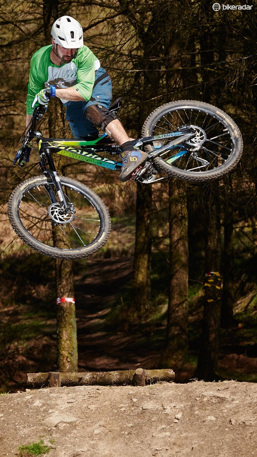 Devinci's mostly carbon frame set saves a claimed 750g over the Canadian made mostly alloy frame
