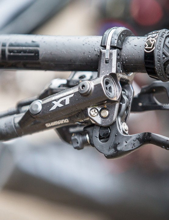 I-Spec II integration allows for independent two way adjustment for the brake and shift levers while maximising free space at the handlebar