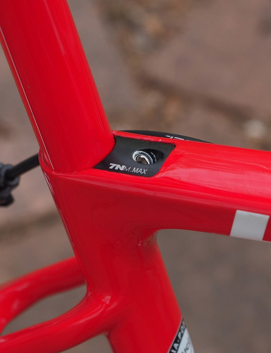 The integrated seatpost clamp makes for a clean seat tube/seatpost junction