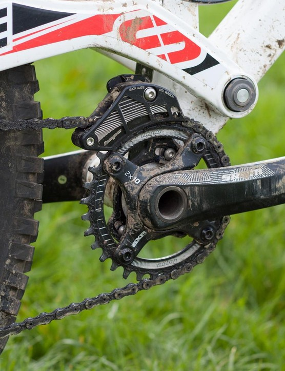 The 1x narrow wide transmission of our test bike also used a Hope chain device, probably overkill but very effective