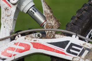 The MX6 EVO can be run with either 26in or 27.5in hoops because of an interchangeable shock mount