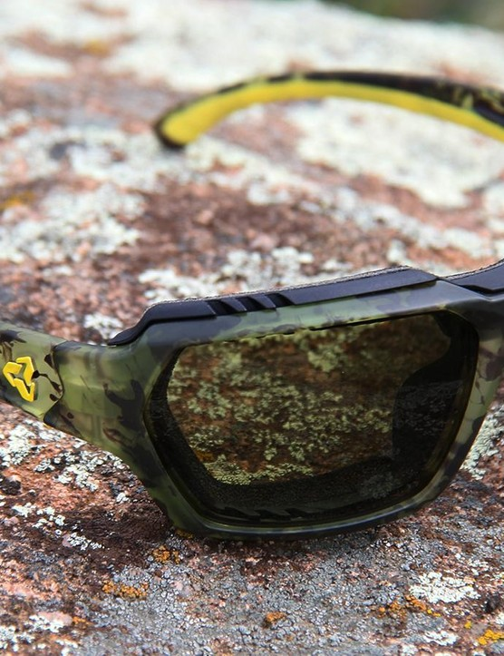 The Face GX takes the Face frame and adds removable foam gasket to keep wind and debris out of the wearer's eyes, making them more goggle-like