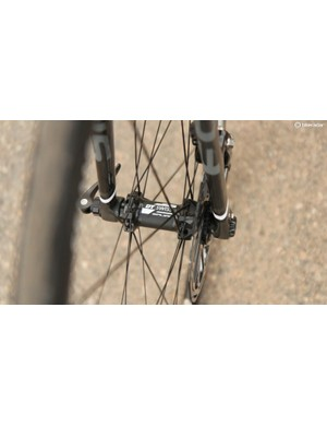 Focus uses its own RAT (Rapid Axle Technology) thru-axles on the DT Swiss R24 Spline Disc wheels