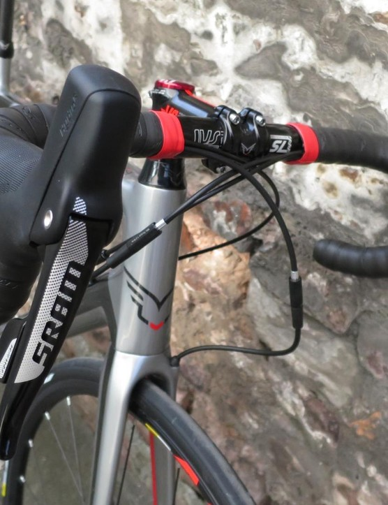 The Rival hydraulic levers are taller and give a good grip