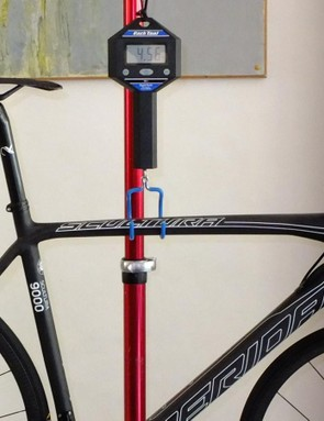 Lampre-Merida won't be racing on this bike, but a wealthy amateur could. The Merida Scultura 9000 LTD weighs in here at 4.56kg, or 10.05lb