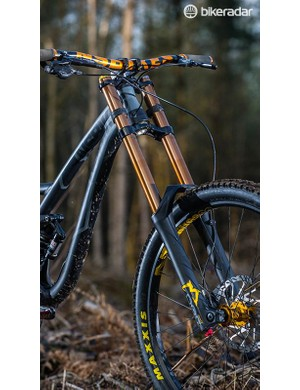 The Marzocchi 888 CR fork and slack 63.5-degree head angle keep you on track