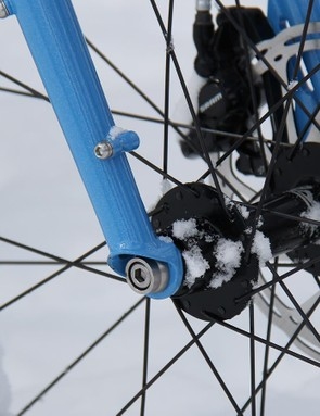 The Ice Cream Truck has a 150mm-wide 15mm thru-axle and is compatible with suspension forks