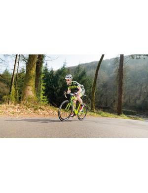 On hills, the sluggish-feeling wheelset can be frustrating