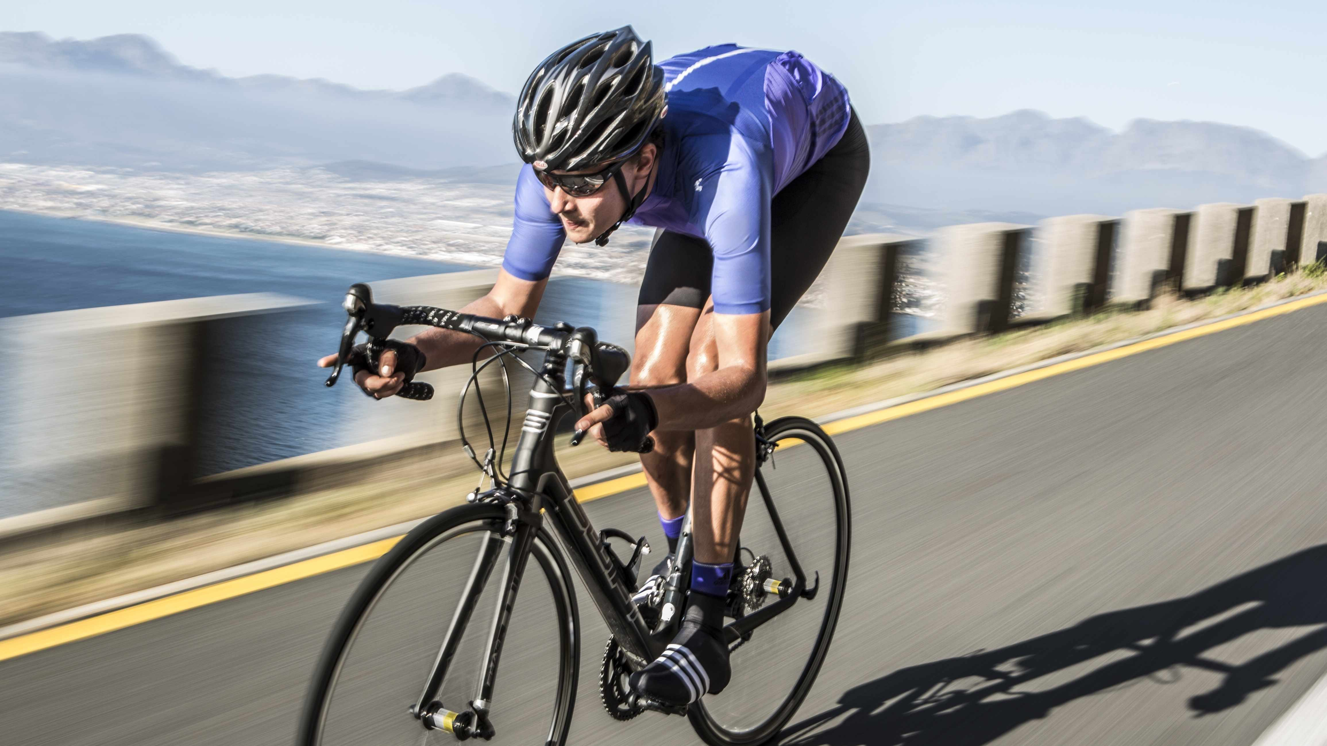 The Adizero jersey, Evasus bib shorts and socks together weigh only 200g