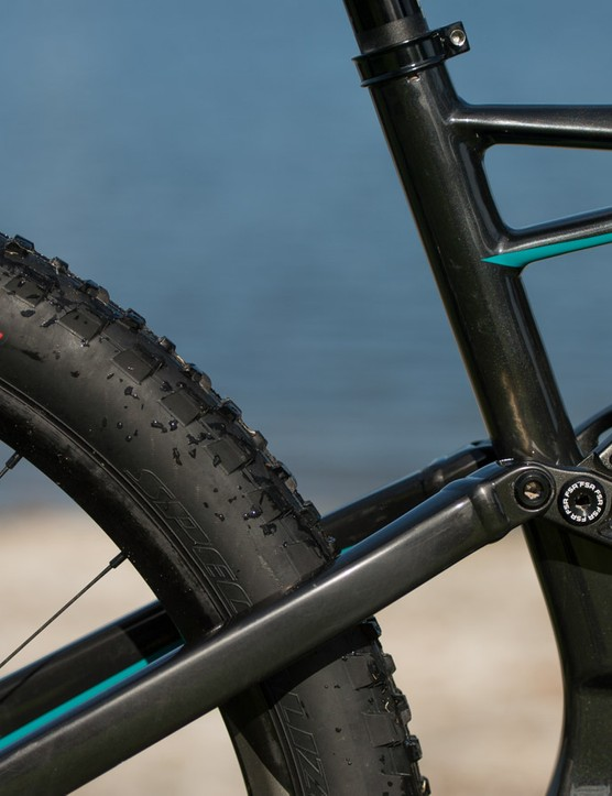 By beefing up the linkage on the FSR suspension, Specialized has done away with the need for a bridge between the two seatstays, allowing the rear wheel to come in nice and tight