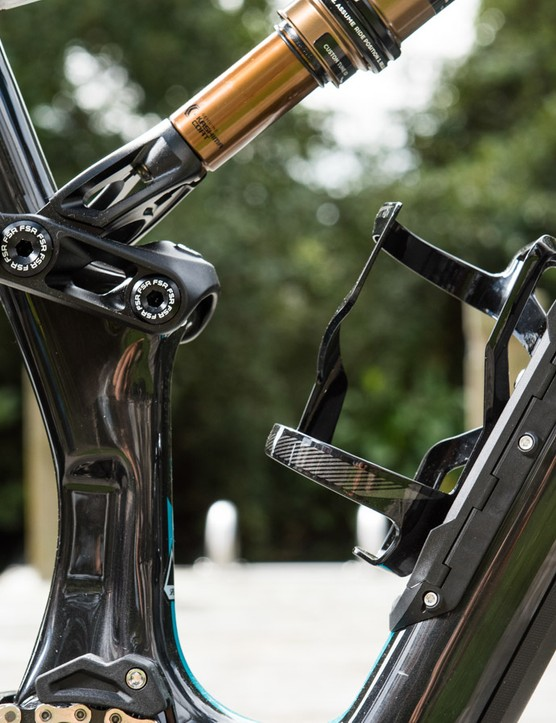All size frames fit a full bidon. Note the SWAT Door hiden beneath the bidon cage
