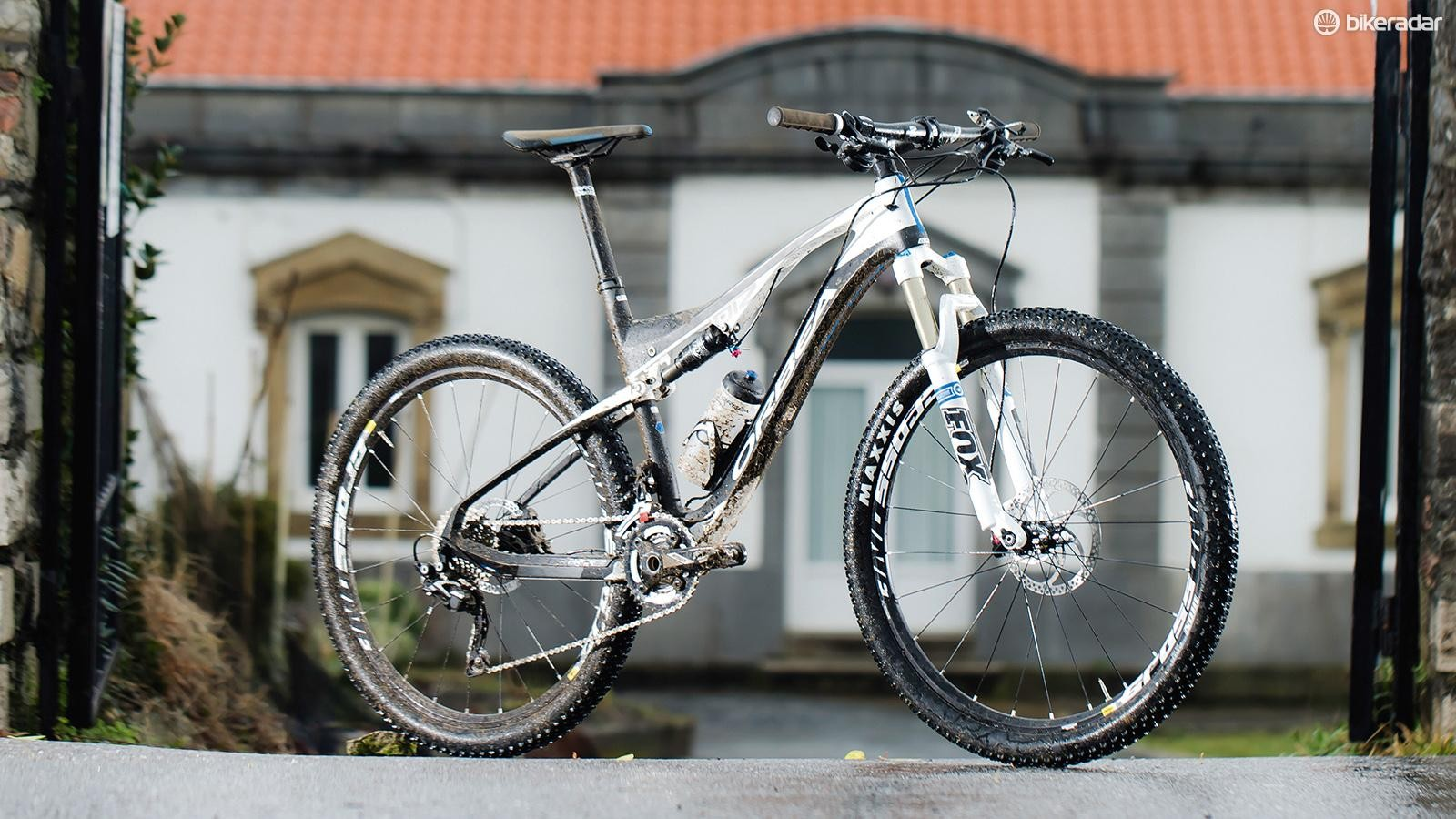 The Orbea Oiz M50, on home turf (and spattered with home turf)